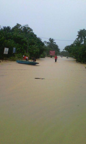 kampung bila air dah naik ke jalan