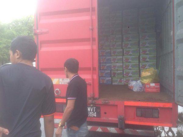 sumbangan dari syarikat Wing Food untuk orang kampung