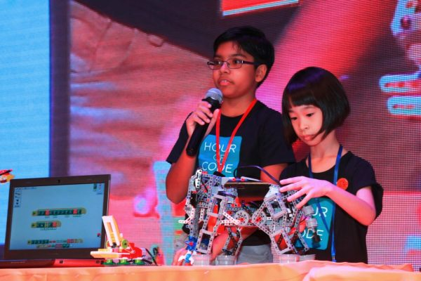 KidZania Congrezz member Chloe Soh Ke Er (right), 8, from SRJK Yuk Chai and Lishyen Shischir Indran, 12, from Tenby International School demonstrating about Robotics